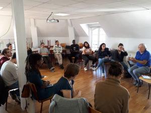Les volontaires en formation : temps de présentation animé par Pierre Vuarin, directeur de l'Université Internationale Terre Citoyenne